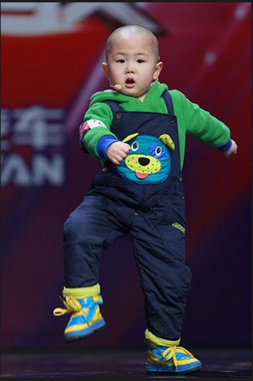 Tranh cãi về cậu bé 3 tuổi gây sốt Amazing Chinese - 2