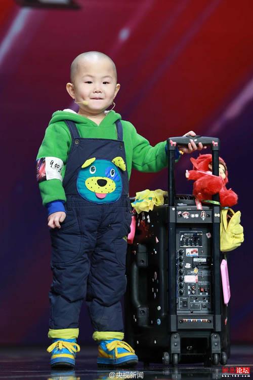Tranh cãi về cậu bé 3 tuổi gây sốt Amazing Chinese - 1