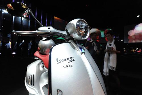 Vespa 946 ra mắt thêm hai màu mới - 5