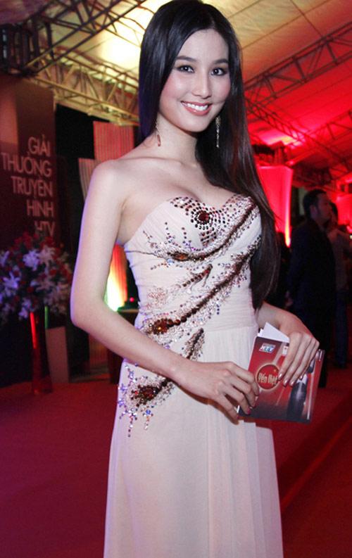 Ngạt thở vì vẻ đẹp phồn thực của người đẹp Việt - 9