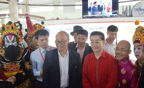 Lục Tiểu Linh Đồng múa gậy ở Hà Nội - 1