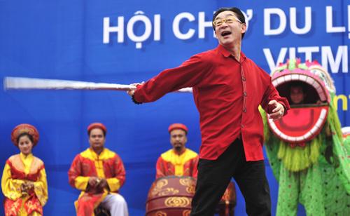 Lục Tiểu Linh Đồng múa gậy ở Hà Nội - 3
