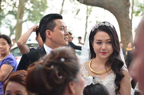 Xúc động nghe Tuấn Hưng hát tặng vợ trong lễ cưới - 17