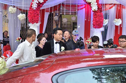 Xúc động nghe Tuấn Hưng hát tặng vợ trong lễ cưới - 20