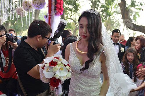Xúc động nghe Tuấn Hưng hát tặng vợ trong lễ cưới - 16