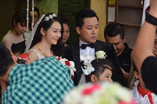 Xúc động nghe Tuấn Hưng hát tặng vợ trong lễ cưới - 10