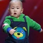 Ca nhạc - MTV - Tranh cãi về cậu bé 3 tuổi gây sốt Amazing Chinese