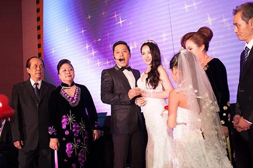 Xúc động nghe Tuấn Hưng hát tặng vợ trong lễ cưới - 3
