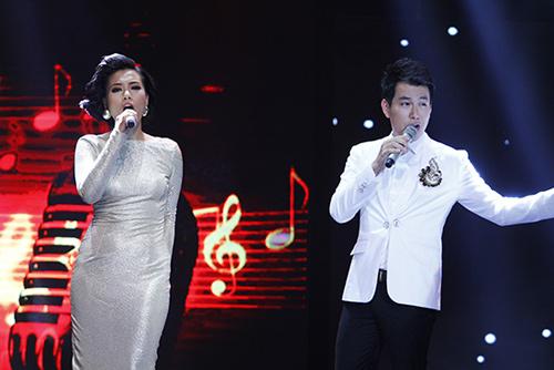 Văn Mai Hương, Lê Hiếu nắm tay tình tứ - 17