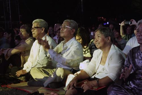 Ngồi bệt nghe 4 thế hệ nghệ sĩ hát nhạc Trịnh - 2