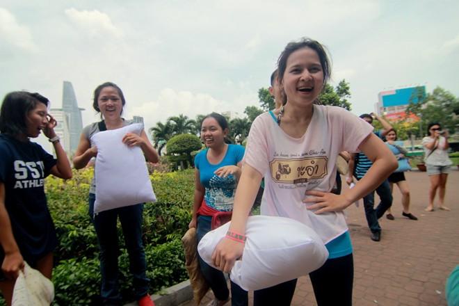 Giới trẻ Sài Gòn mang gối ra... đánh nhau - 10