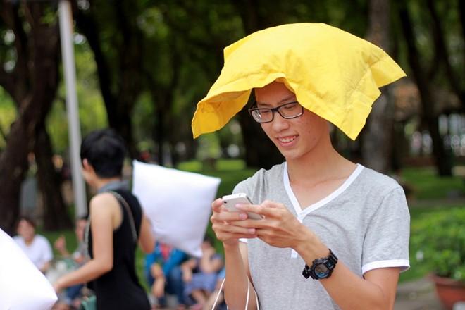 Giới trẻ Sài Gòn mang gối ra... đánh nhau - 3