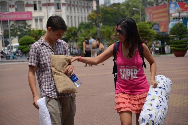 Giới trẻ Sài Gòn mang gối ra... đánh nhau - 4