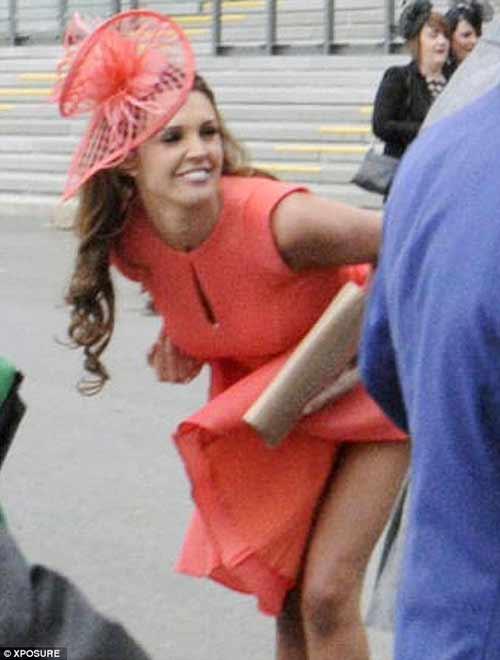 Danielle Lloyd mất điểm vì sự cố váy áo - 2