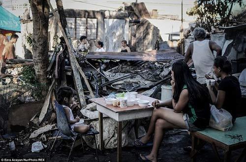 Philippines: Hơn 5.000 người mất nhà vì 1 cây nến - 1