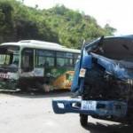 Tin tức trong ngày - Xe buýt xe tải tông nhau, bốn người thương vong