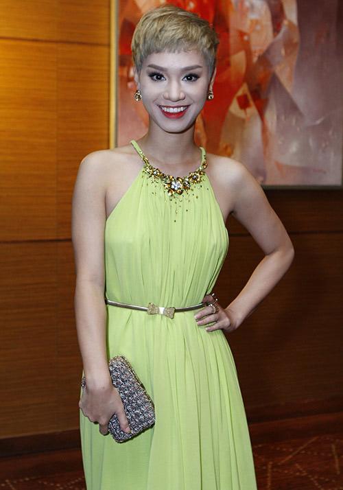 Xao xuyến ngắm mỹ nhân Việt mặc đẹp tuần qua - 8
