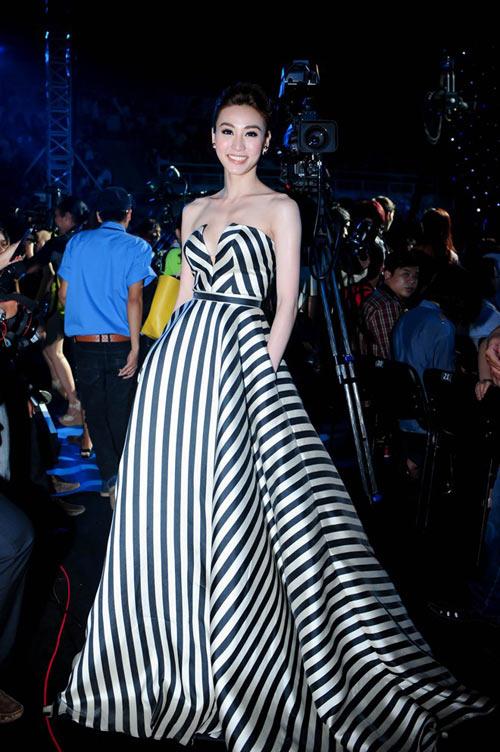 Xao xuyến ngắm mỹ nhân Việt mặc đẹp tuần qua - 13