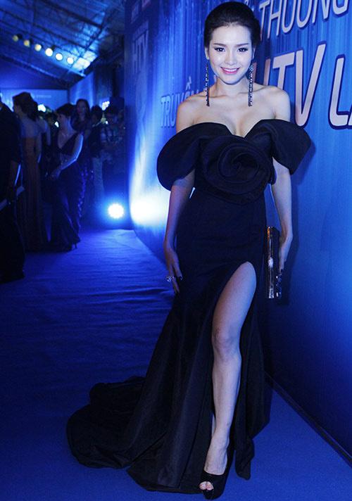 Xao xuyến ngắm mỹ nhân Việt mặc đẹp tuần qua - 14