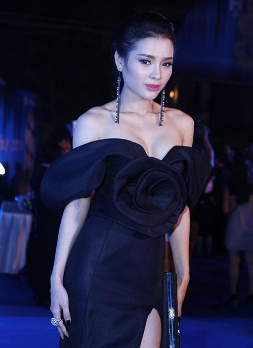 Xao xuyến ngắm mỹ nhân Việt mặc đẹp tuần qua - 15