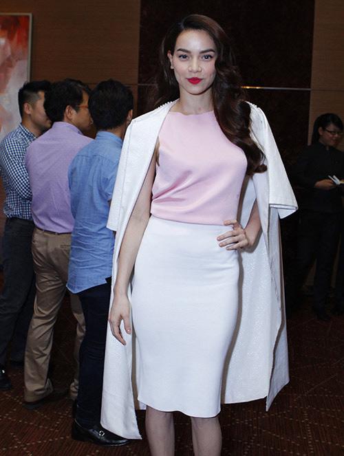Xao xuyến ngắm mỹ nhân Việt mặc đẹp tuần qua - 5