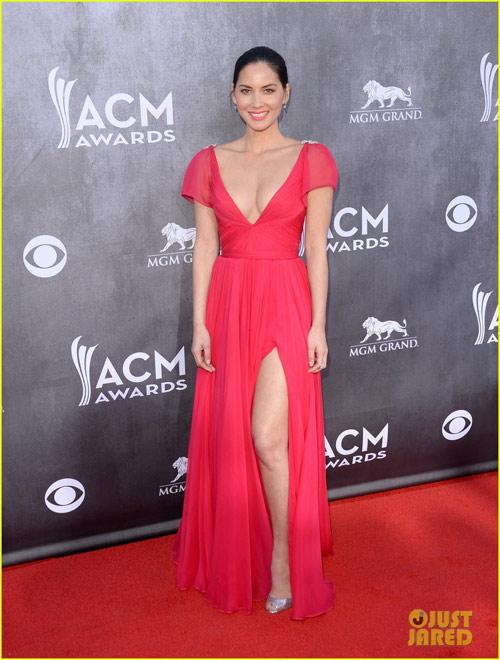 Sao nữ nô nức khoe ngực trên thảm đỏ ACM Awards - 3