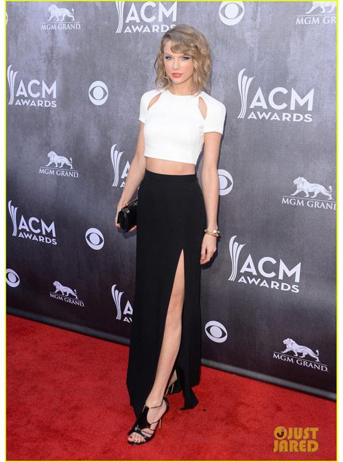 Sao nữ nô nức khoe ngực trên thảm đỏ ACM Awards - 1