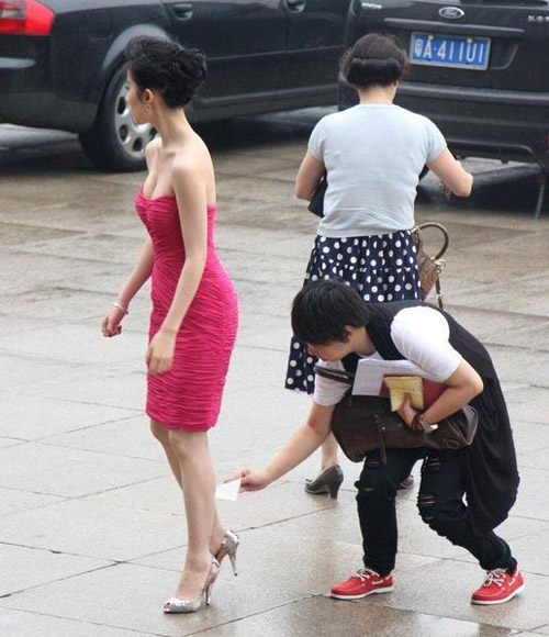 Mặc áo mỏng, MC Trung Quốc bị chỉ trích - 16