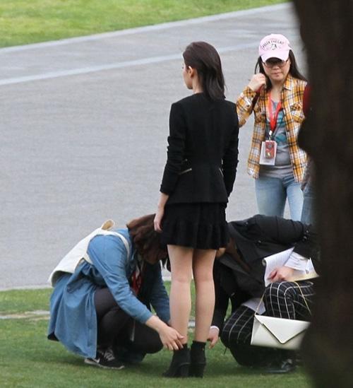 Mặc áo mỏng, MC Trung Quốc bị chỉ trích - 14