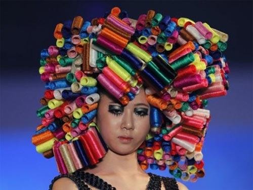 Những mẫu tóc gây sốc trên sàn diễn - 5