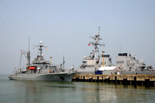 Ngắm tàu khu trục USS McCain tại cảng Đà Nẵng - 3