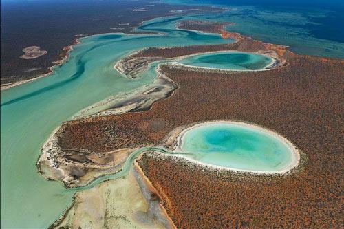 Đẹp ngoạn mục hồ thạch cao ở vịnh Cá mập - 2