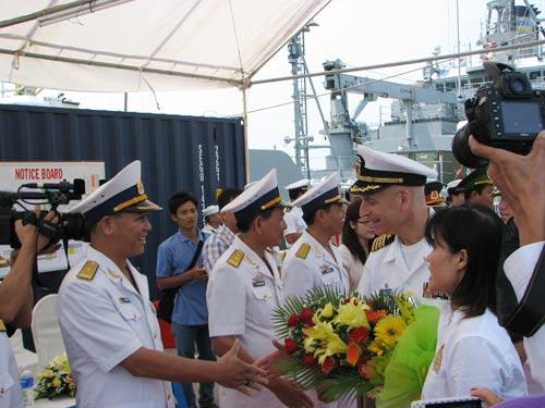 Ngắm tàu khu trục USS McCain tại cảng Đà Nẵng - 2