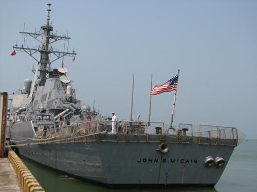 Ngắm tàu khu trục USS McCain tại cảng Đà Nẵng - 10