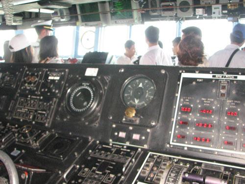 Ngắm tàu khu trục USS McCain tại cảng Đà Nẵng - 11