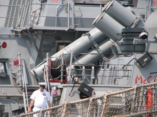 Ngắm tàu khu trục USS McCain tại cảng Đà Nẵng - 9