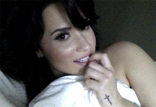 Demi Lovato giận dữ vì bị lộ ảnh nóng - 5