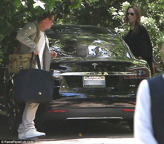 Brad Pitt và Angelina Jolie hẹn hò lãng mạn - 4