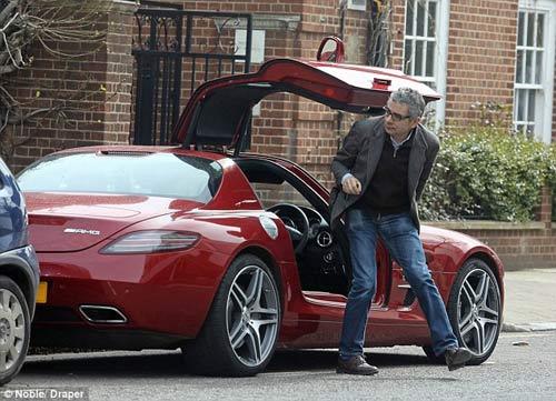 """Mr. Bean đi """"chợ"""" bằng siêu xe 200.000 bảng - 1"""