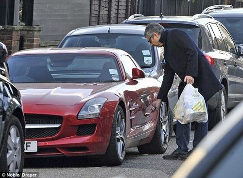 """Mr. Bean đi """"chợ"""" bằng siêu xe 200.000 bảng - 6"""