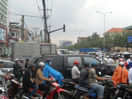 """Mưa chuyển mùa, dân Sài Gòn được """"giải nhiệt"""" - 5"""