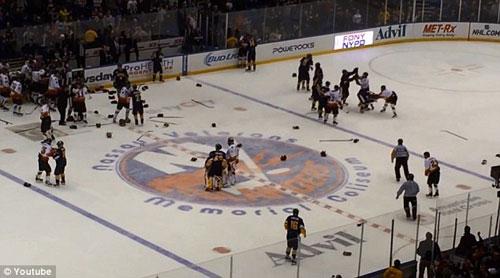 Màn loạn đả đáng xấu hổ ở trận hockey từ thiện - 2