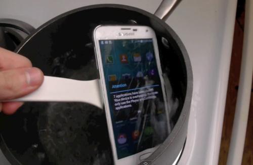 """Đun sôi Galaxy S5 trong 2 phút… vẫn """"sống"""" - 4"""