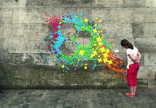 Cô gái đam mê nghệ thuật gấp giấy đường phố - 3
