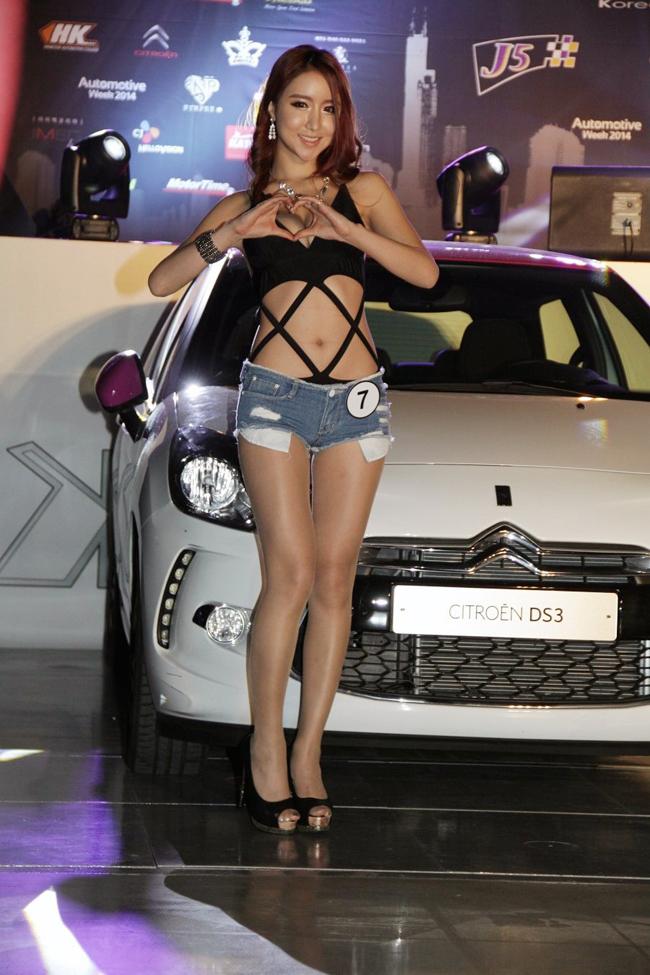 """Kiều nữ lột đồ siêu gợi cảm bên Suzuki GSX  Xe độ cong cớn, chân dài sexy  Chân dài sexy mặc áo lưới khoe thân bên Lamborghini  Chân dài siêu  """" nóng bỏng """"  rửa siêu xe Ferrari  Siêu mẫu gốc Việt hừng hực bên Harley Davidson"""