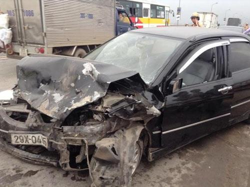 Tai nạn trên cầu Thăng Long, 5 người nhập viện - 1