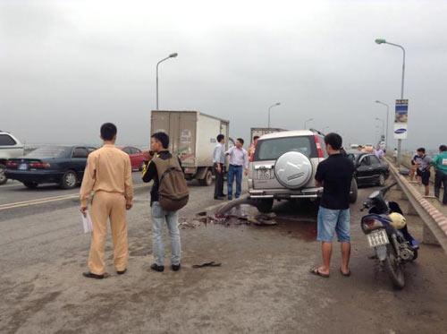 Tai nạn trên cầu Thăng Long, 5 người nhập viện - 3