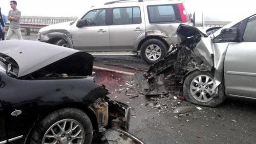 Tai nạn trên cầu Thăng Long, 5 người nhập viện - 2