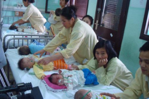 Gần 3000 trẻ mắc sởi, Bộ Y tế vẫn chưa công bố dịch - 1