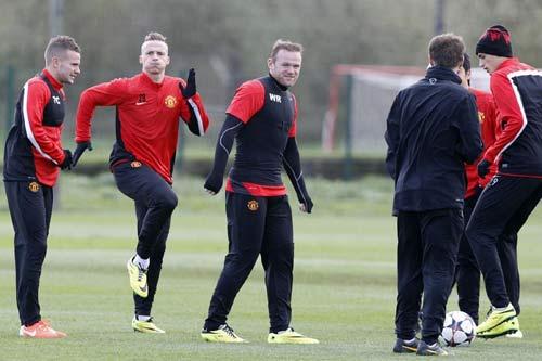 MU: Fellaini ngồi nhà, Rooney lên máy bay - 2